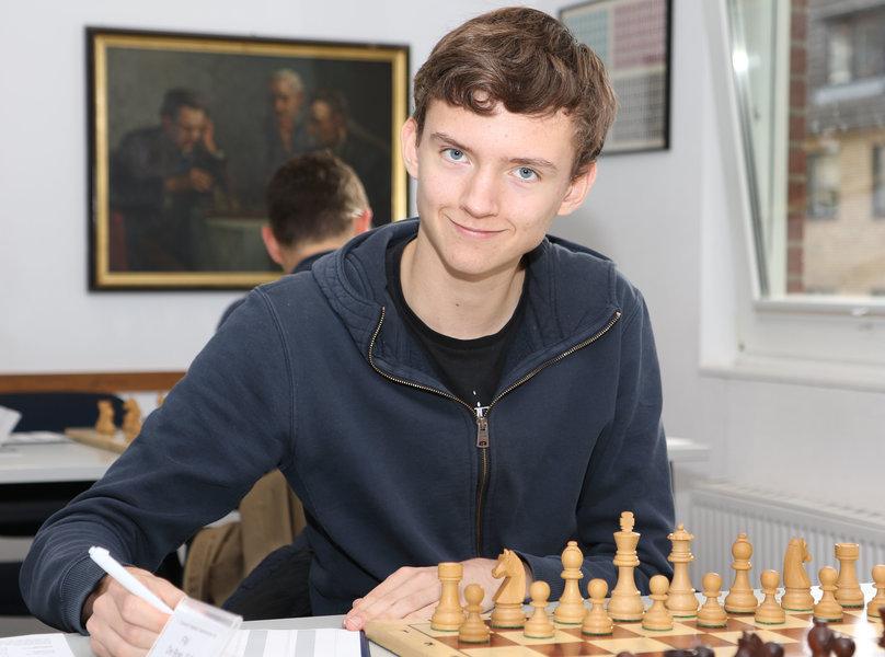 Eelke speelt University Challenge Match tegen Nijboer